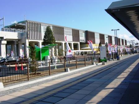 西側駅前2.JPG